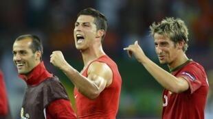 O atacante português Cristiano Ronaldo comemora o segundo gol, que garantiu a vitória sobre a Holanda.