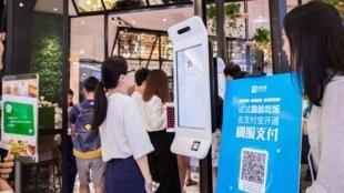 KFC Trung Quốc triển khai hệ thống thanh toán bằng công nghệ nhận dạng khuôn mặt.