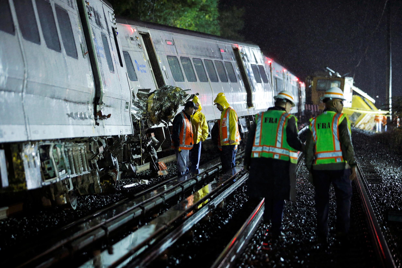 Trem descarrila perto de Nova York provocando ferimentos em 33 pessoas.