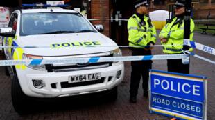 Cảnh sát Anh tại hiện trường nghi án đầu độc cựu điệp viên Sergei Skripal và con gái tại Salisbury, 06/03/2018.