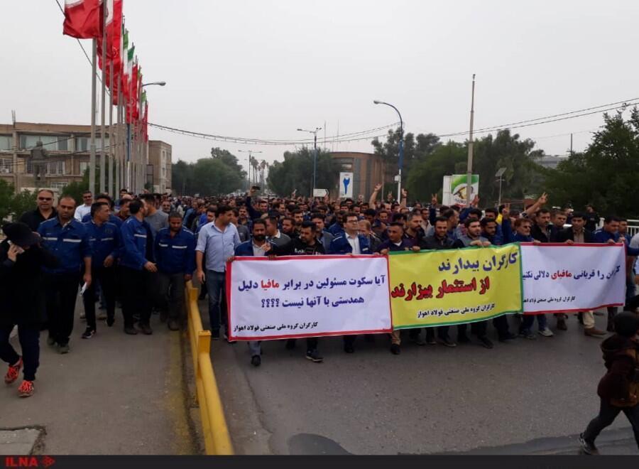 کارگران گروه ملی فولاد اهواز می گویند که پرداخت ماهها حقوق معوقه تنها یکی از مطالبات آنان است.