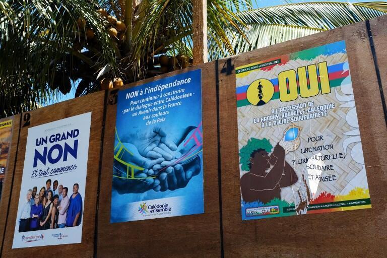 Các áp-phích trong cuộc trưng cầu dân ý về độc lập cho Nouvelle Calédonie tổ chức ngày 04/11/2018.