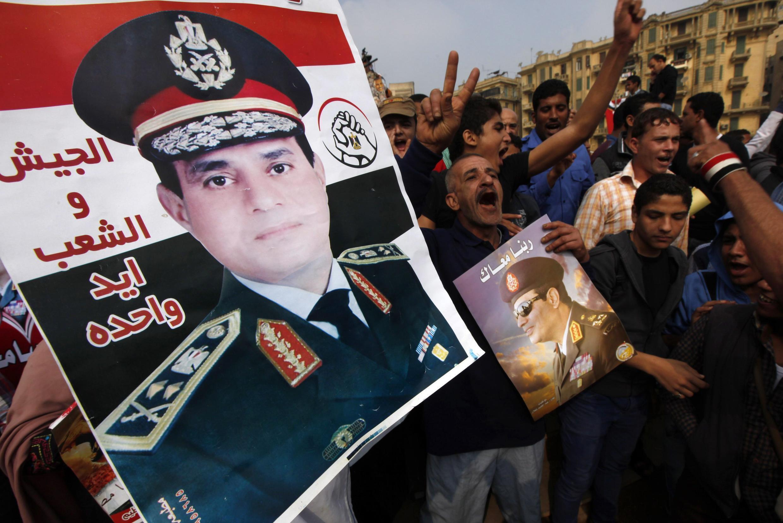 Biểu tình ủng hộ chỉ huy quân đội Ai Cập, tướng Abdel Fattah al-Sisi, tại quảng trường Tahrir, Cairo, ngày 19/11/2013