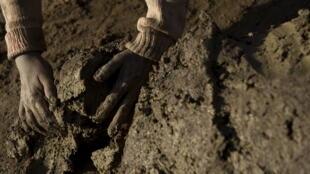Les briqueteries au Pakistan emploient bon nombre d'enfants.