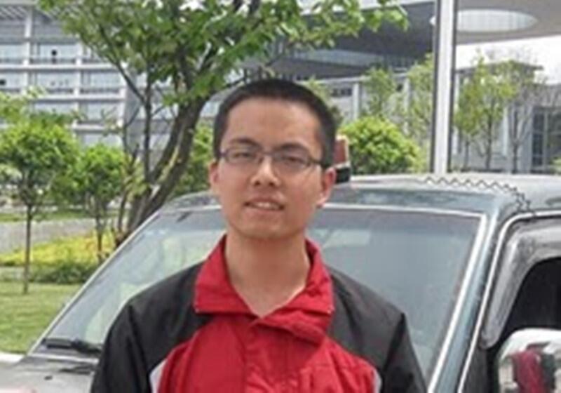 北京《财经》杂志实习记者张贾龙网上照片