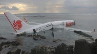 O Avião da LIon Air  pousou no Oceano sem tocar a pista do aeroporto de Bali.