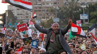 埃及支持总统的民众示威