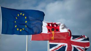 Le 31 janvier 2020, le drapeau de l'Union européenne flotte à côté du drapeau de Gibraltar et de celui du Royaume-Uni, à Gibraltar