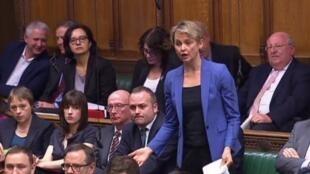 L'amendement deposé par la députée britannique Yvette Cooper (debout au centre) a reçu un soutien inter-partis.