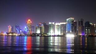 Vista nocturna de Doha, la capital de Catar. Septiembre de 2017.