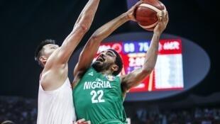 Le Nigérian Vincent Nnamdi face à la Chine, lors de la Coupe du monde 2019 de basket-ball.