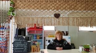 Сегодня у Натальи Логозинской помимо киоска есть и другой проект – она арендует небольшое кафе, в котором проводит для детей мастер-классы по изготовлению панини и гонконгских вафель