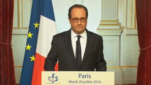 O presidente francês, François Hollande, durante coletiva de imprensa no Palácio do Eliseu na noite desta terça-feira (26).