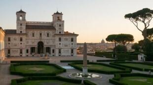 Une vue d'ensemble de la villa Médicis à Rome où se tient l'exposition « Dans le tourbillon du tout-monde » jusqu'au 13 septembre 2020.