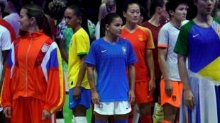 Apresentação oficial dos equipamentos das selecções femininas para o Mundial de Futebol. Paris, 11 de Março de 2019.