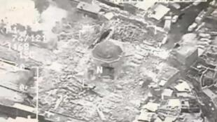 被炸成廢墟的伊拉克摩蘇爾舊城區的努里清真寺    2017年6月21日