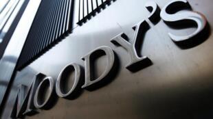 Moody's ជាទីភ្នាក់ងារវាយតម្លៃហានិភ័យបំណុលមួយ ក្នុងចំណោមទីភ្នាក់ងារធំៗ៣។ ទីភ្នាក់ងារពីរទៀត គឺ Standard and Poor's និង Fitch។