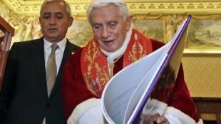 Otto Pérez es el último mandatario latinoamericano que recibe el Papa antes de su retiro