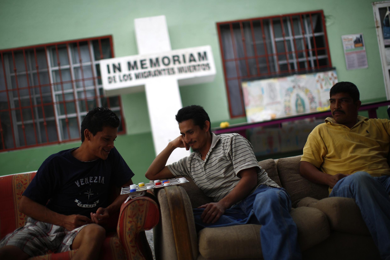 """Os migrantes são deportados pelas autoridades americanas, mas tambémnão têm mais capacidade física para atravessar a fronteira, podem descansar na """"Casa de migrantes"""" em Reynosa, México.01/04/13"""