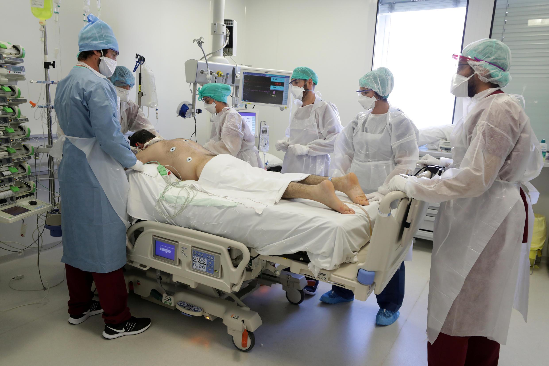 Paciente grave de coronavirus en la Unidad de Cuidados Intensivos (UCI) en un hospital de Marsella, 8 de septiembre de 2020.