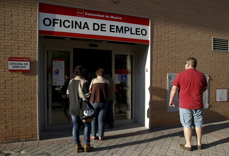 O número de desempregados caiu em março na Espanha, confirmando a tendência de recuperação econômica do país.