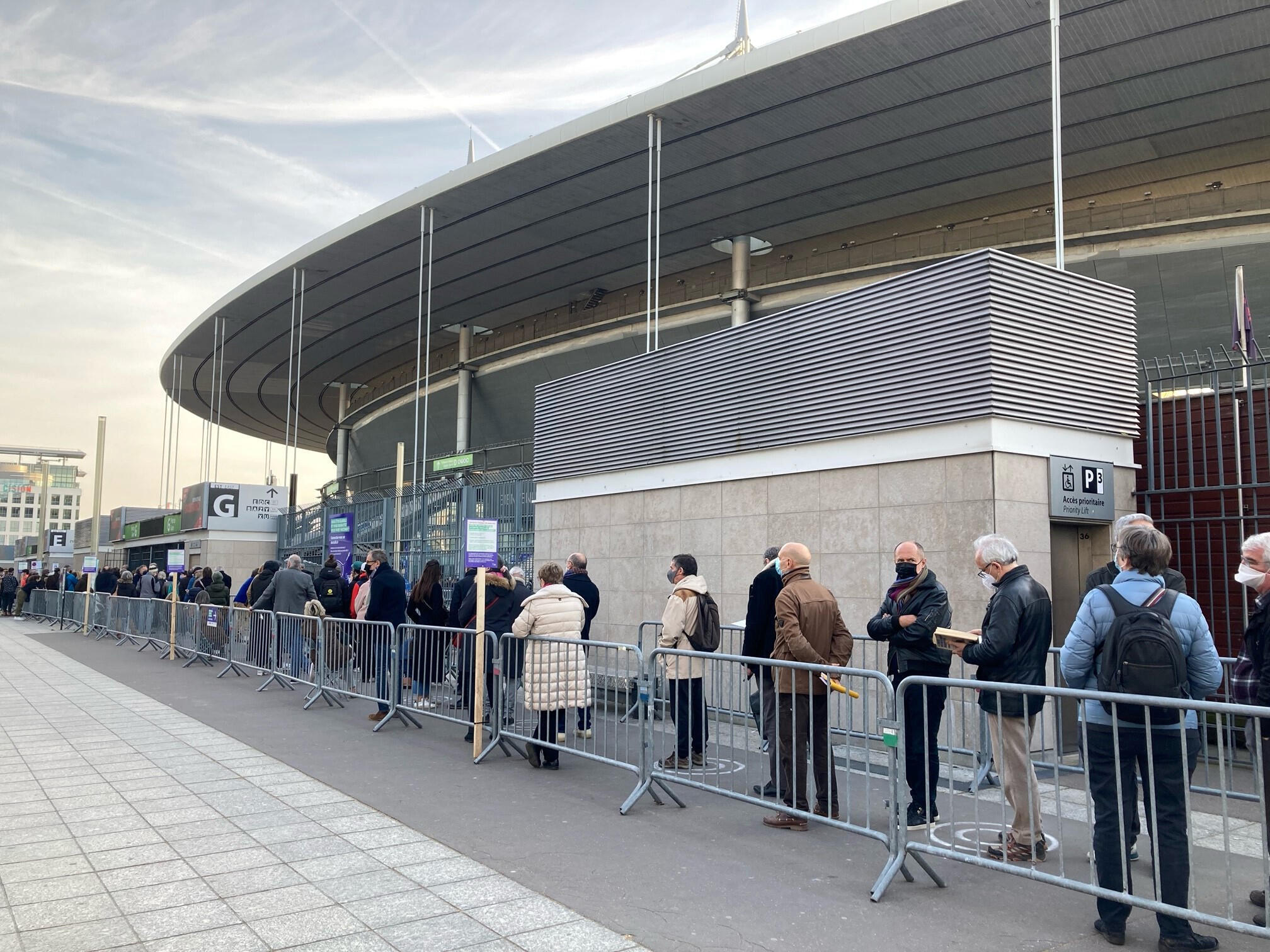 France - File attente vaccination - Stade de France