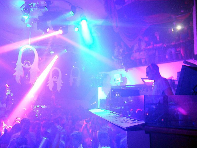 Conhecida por suas festas com celebridades e DJs, Ibiza vai contratar detetives para fiscalizar festas clandestinas