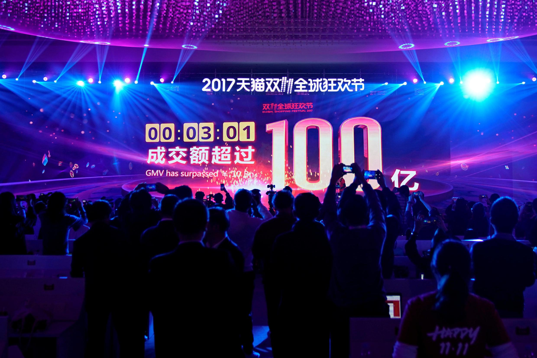 Lancement du jour des célibataires d'Alibaba à Shanghai, le 11 novembre 2017.