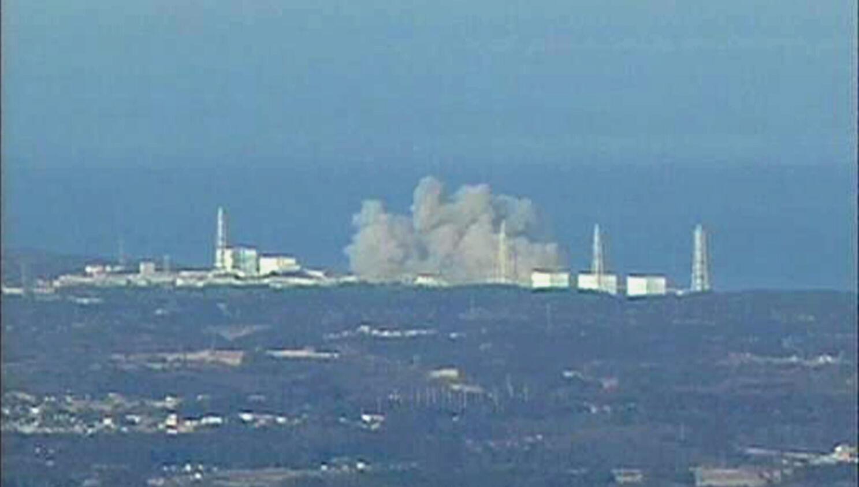 De la fumée s'échappe après qu'une explosion se soit produite dans la centrale nucléaire de Fukushima 1 Daichi, le 12 mars 2011