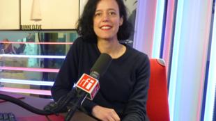 Paula Porroni en los estudios de RFI