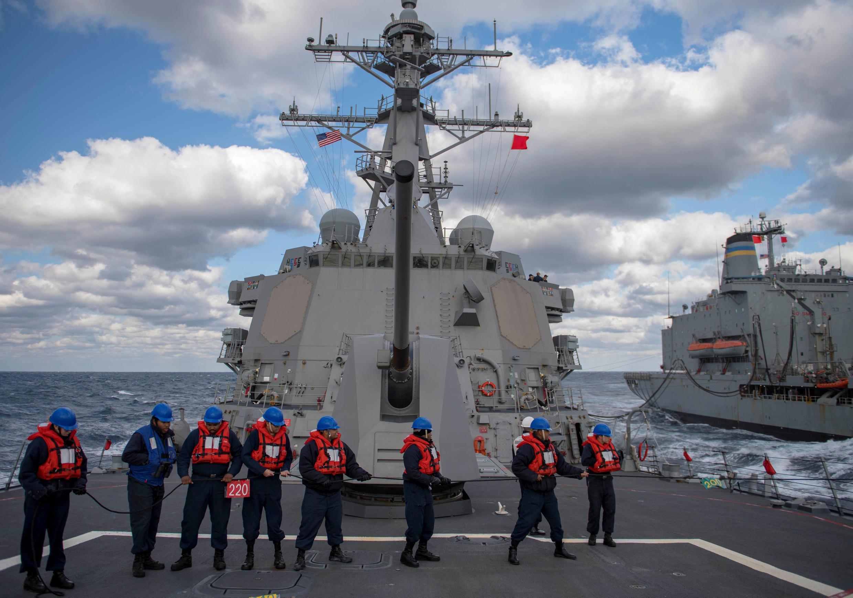 Ảnh minh họa : Thủy thủ trên khu trục hạm USS McCampbell. Ảnh trên biển Hoa Đông, ngày 27/12/2018.