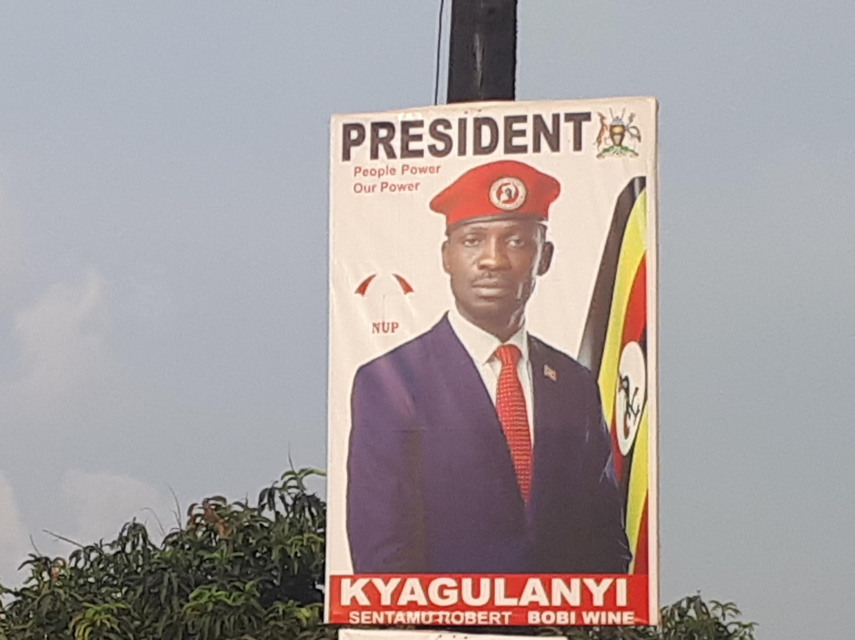 Une affiche de campagne pour les élections présidentielles de 2020 à Kampala de Bobi Wine, surnommé le «président du ghetto».