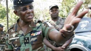 Le général Philippe Mangou ici à Yamoussoukro en 2010 est le témoin à charge de l'accusation dans le procès de Laurent Gbagbo à la CPI.