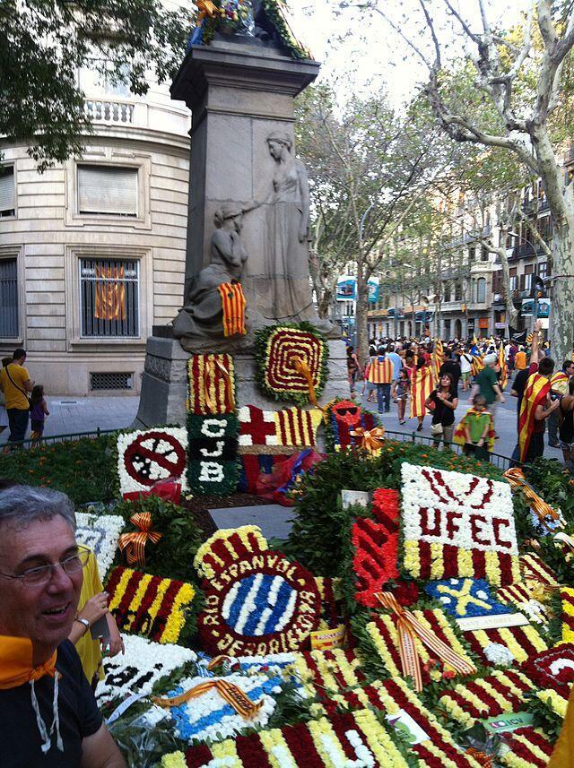 Celebração do Dia da Catalunha acontece, esta quinta-feira, 11 de setembro. Foto: Monumento de Rafael Casanova em Barcelona.