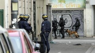 Un assaut policier d'ampleur avait été lancé à l'aube, le mercredi 18 novembre à Saint-Denis, visant notamment le jihadiste présumé Abdelhamid Abaaoud.