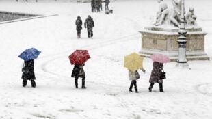 Снегопад в Париже. Сад Тюильри