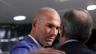 Le nouveau coach du Real Madrid embrasse son président Florentino Perez après sa nomination, le 4 janvier 2016