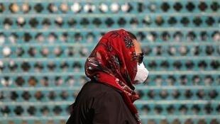 علیرضا رئیسی سخنگوی ستاد مقابله با کرونا، از واردات نخستین محمولۀ واکسن چینی سینوفارم حاوی ۲۵۰ هزار دوز، تا یک هفته دیگر خبر داد