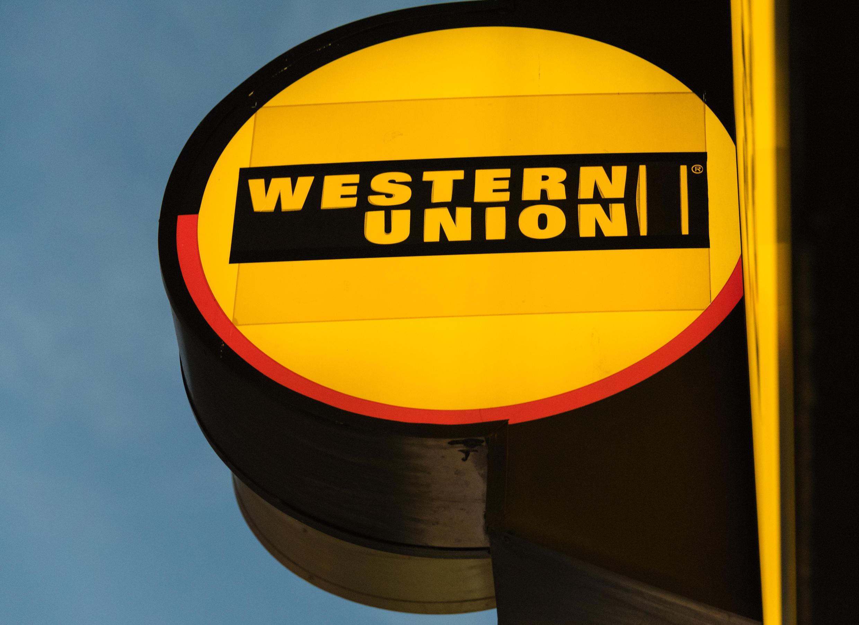 Une enseigne d'agence Western Union.
