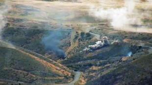 L'artillerie arménienne attaque des positions azerbaïdjanaises dans le Haut-Karabakh, le 4 octobre 2020.