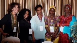 De gauche à droite: Emmanuelle Bastide, Gina Thésée, Néné Fatou Diallo, Geneviève Ngo Djon, Fatoumata Ba Diallo.
