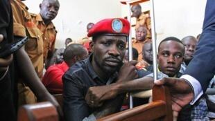 """Uganda: deputado da oposição """"Bobi Wine"""" responde em tribunal"""