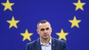 Le réalisateur Oleg Sentsov vient recevoir le Prix Sakharov au Parlement européen, à Strasbourg, le 26 novembre 2019.