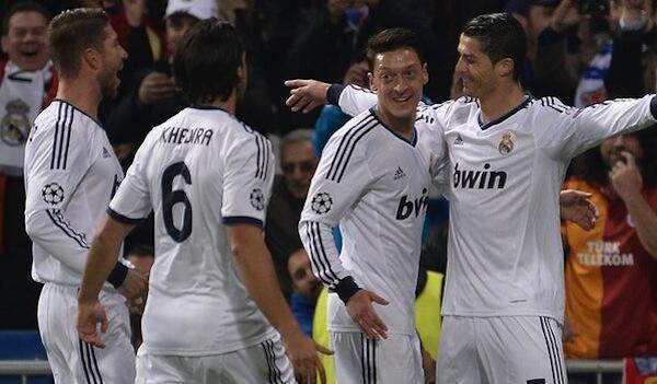 Wachezaji wa Real Madrid wakishangilia goli la kwanza lililofungwa na Cristiano Ronaldo
