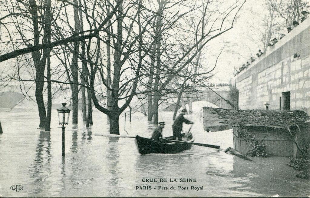 Сена во время наводнения 1910 года, недалеко от сада Тюильри