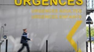 Les soignants des urgences de l'APHP mais aussi de Nantes, Strasbourg et Lyon réclament davantage de moyens pour faire face à l'engorgement de leurs services.