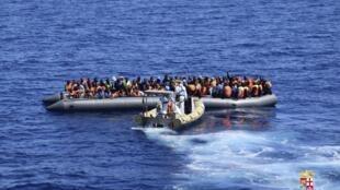 No total, 25 operações foram realizadas na costa da Sicília para salvar cerca de 4 mil migrantes.