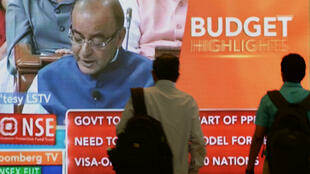 India's finance minister, Arun Jaitley, presenting the budget for 2015/2016