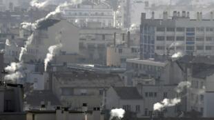 Smoking chimneys in Lyon on Sunday