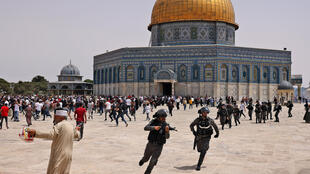 Israeli security forces and Palestinians clash at Jerusalem's Al-Aqsa mosque compound